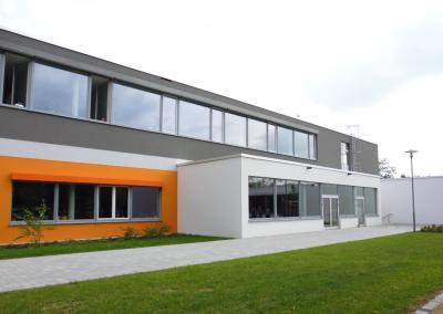 Pablo-Neruda-Grundschule und Sporthalle